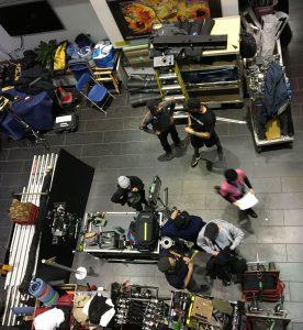 L'équipe de techniciens du film américain Clouds prépare une scène du film dans le Service de radio-oncologie de l'Hôpital général juif au début du mois de novembre