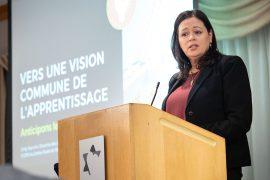 Cindy Starnino, directrice des Affaires académiques, devant les participants au séminaire Adapter les organisations apprenantes au 21e siècle
