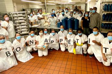 Les membres de l'équipe du Service alimentaire ont travaillé pendant la pandémie pour nourrir les patients et leurs collègues à l'Hôpital général juif