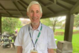Le rabbin Michael Wolff lors de la fête organisée au Centre gériatrique Maimonides Donald Berman, le 13 août, pour marquer son départ à la retraite.